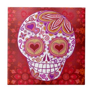El corazón sonriente del amor del cráneo del azulejo cuadrado pequeño