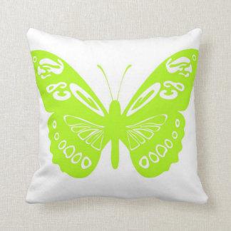 El cordón chartreuse de la mariposa se va volando almohada