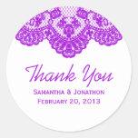 El cordón púrpura y el boda blanco le agradecen etiquetas redondas