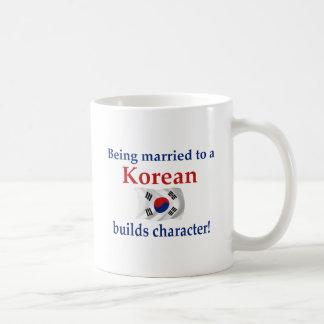 El coreano construye el carácter tazas de café