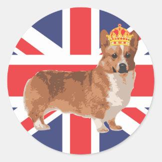 El Corgi de la reina con la corona y Union Jack Pegatina Redonda