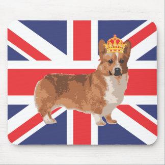 El Corgi de la reina con la corona y Union Jack Tapete De Ratón