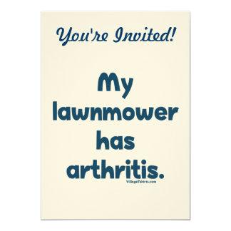 """El cortacésped tiene artritis invitación 5"""" x 7"""""""