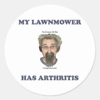 El cortacésped tiene artritis etiqueta redonda