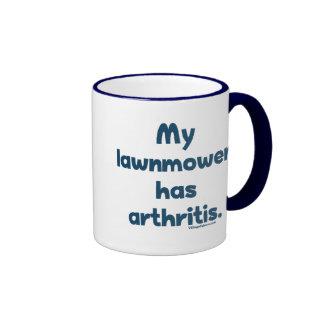 El cortacésped tiene artritis tazas