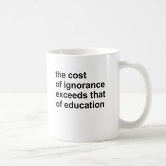 El coste de ignorancia excede el de la educación taza