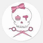 El cráneo accesorio del pelo y Scissor bandera Etiqueta Redonda