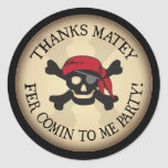 El cráneo afable del pirata de las gracias le agra pegatina redonda