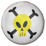 El cráneo amarillo y la bandera pirata sumergieron