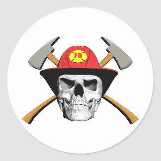 El cráneo del bombero pegatina redonda