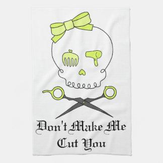 El cráneo del estilista y Scissor la bandera pirat Toallas De Mano