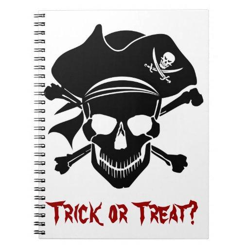 El cráneo del pirata con la cruz deshuesa el cuade