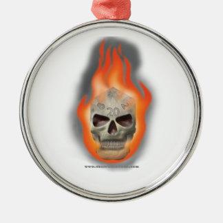 El cráneo muere adorno redondo plateado