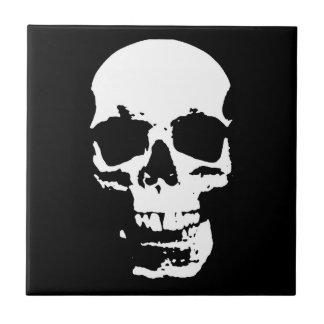 El cráneo negro y blanco del arte pop elegante se azulejo cuadrado pequeño