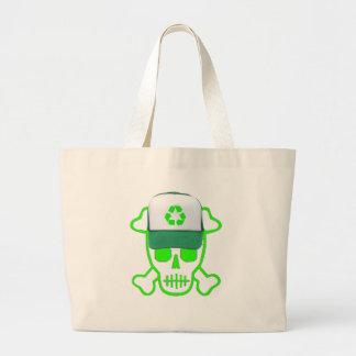 El cráneo verde con recicla el gorra bolsas