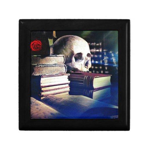 El cráneo y el encanto reservan en los regalos, la caja de joyas