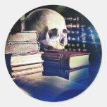 El cráneo y el encanto reservan en los regalos, la pegatina redonda