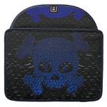 El cráneo y el fuego de la bandera pirata se desco funda para macbook pro