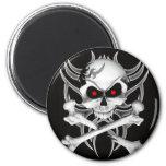 El cráneo y la bandera pirata de la muerte imanes de nevera