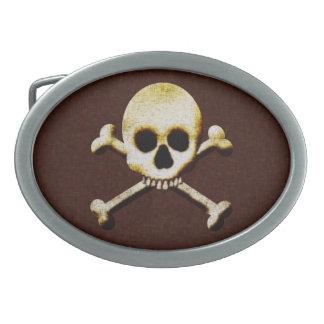 El cráneo y la bandera pirata Halloween asustadizo Hebilla Cinturon Oval