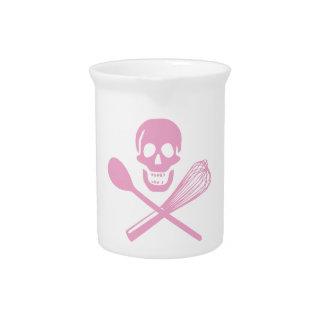El cráneo y la cruz baten rosa jarra para bebida