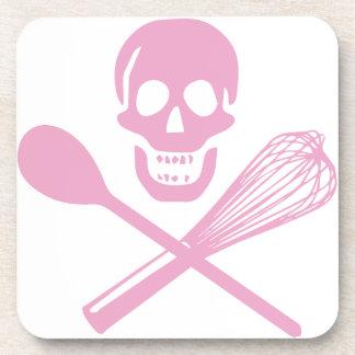 El cráneo y la cruz baten rosa posavaso