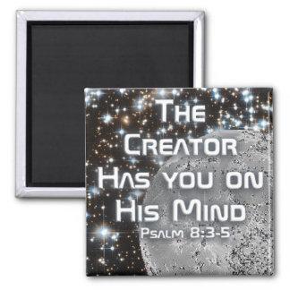 El creador le tiene en su mente - imán