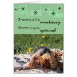 El crecimiento viejo es el crecer obligatorio es tarjeta pequeña