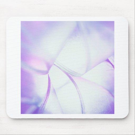 El cristal abstracto refleja choque de la púrpura alfombrilla de ratón