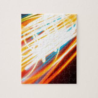 El cristal abstracto refleja el carretera puzzle con fotos