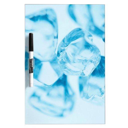 El cristal abstracto refleja el hielo pizarra blanca