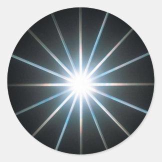El cristal abstracto refleja la estrella pegatina redonda