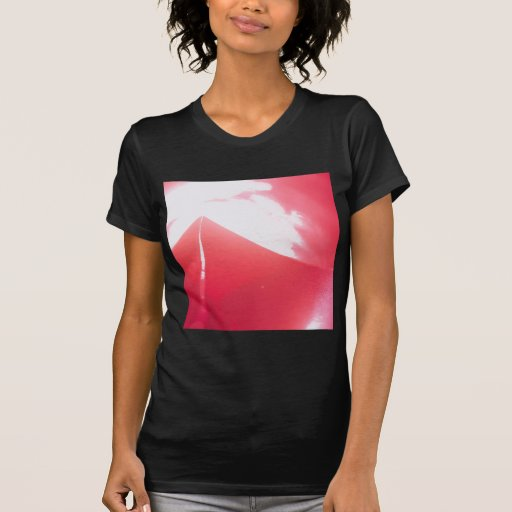 El cristal abstracto refleja la fresa camiseta
