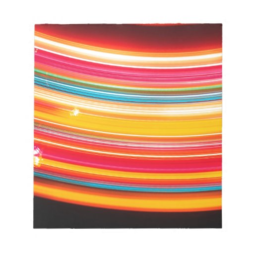 El cristal abstracto refleja la rueda libreta para notas