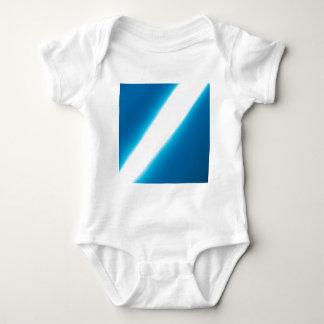 El cristal abstracto refleja ligeramente mameluco de bebé