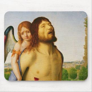 El Cristo muerto apoyado por un ángel, c.1475/78 Alfombrilla De Ratones