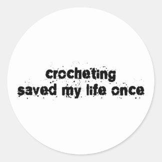 El Crocheting ahorró mi vida una vez Pegatina Redonda