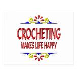 El Crocheting hace vida feliz Tarjeta Postal