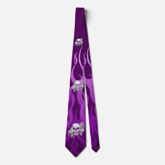 El cromo tiene gusto de la púrpura del cráneo y de corbatas
