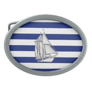 El cromo tiene gusto del velero en rayas náuticas hebilla de cinturón oval