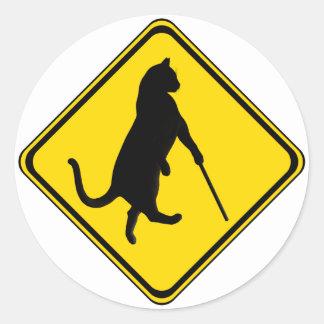 ¡El cruzar ciego de los gatos! Pegatina Redonda