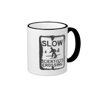 El cruzar de los científicos taza de café