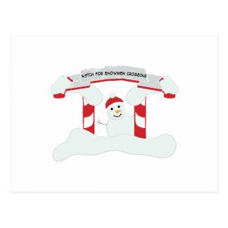 El cruzar de los muñecos de nieve postal