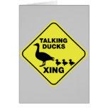 El cruzar de los patos que habla tarjeta de felicitación