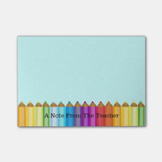 El cuaderno de notas del profesor coloreado de los post-it® nota