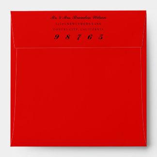 El cuadrado de encargo del color envuelve el sobre