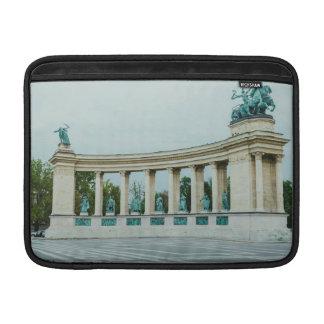 El cuadrado de los héroes, Budapest Fundas Macbook Air