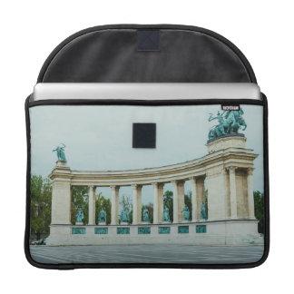 El cuadrado de los héroes, Budapest Funda Macbook Pro