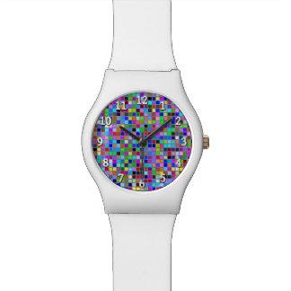 El cuadrado multicolor macizo azul teja el modelo reloj