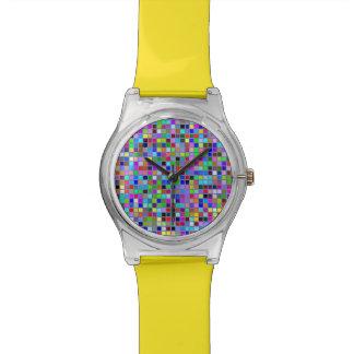 El cuadrado multicolor macizo azul teja el modelo relojes de mano